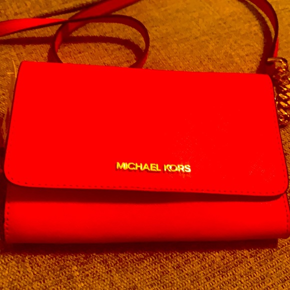 This is beautiful Jet set Michael Kors bag